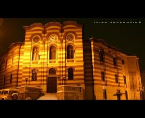 zgrada okruga nocu